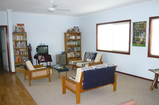 ARET Australian Recreation & Educational Tours Wollongong - Accommodation Bedroom Living Room